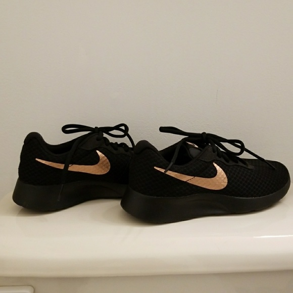 on sale 6900c 71ce1 Womens Nike Sneaker sz 6.5 Black Gold. M5a8d386a2c705d27568ee9fe